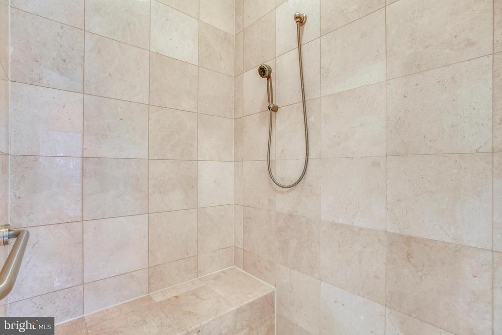 Master suite shower. - 7919 N PARK ST, DUNN LORING