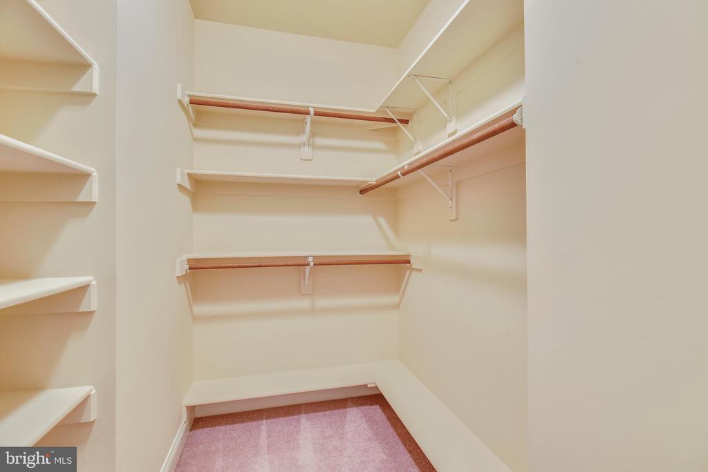 Master closet adjoining bathroom. - 7919 N PARK ST, DUNN LORING