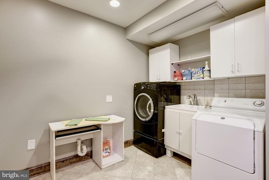 Basement Laundry Room - 17175 TWIN MAPLE LN, LEESBURG