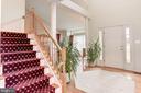 Walk in a well-lit foyer - 43304 DRESSMAKER LN, CHANTILLY