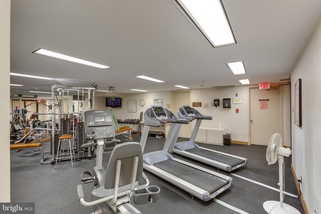 Fitness Room - 1300 CRYSTAL DR #PH3S, ARLINGTON
