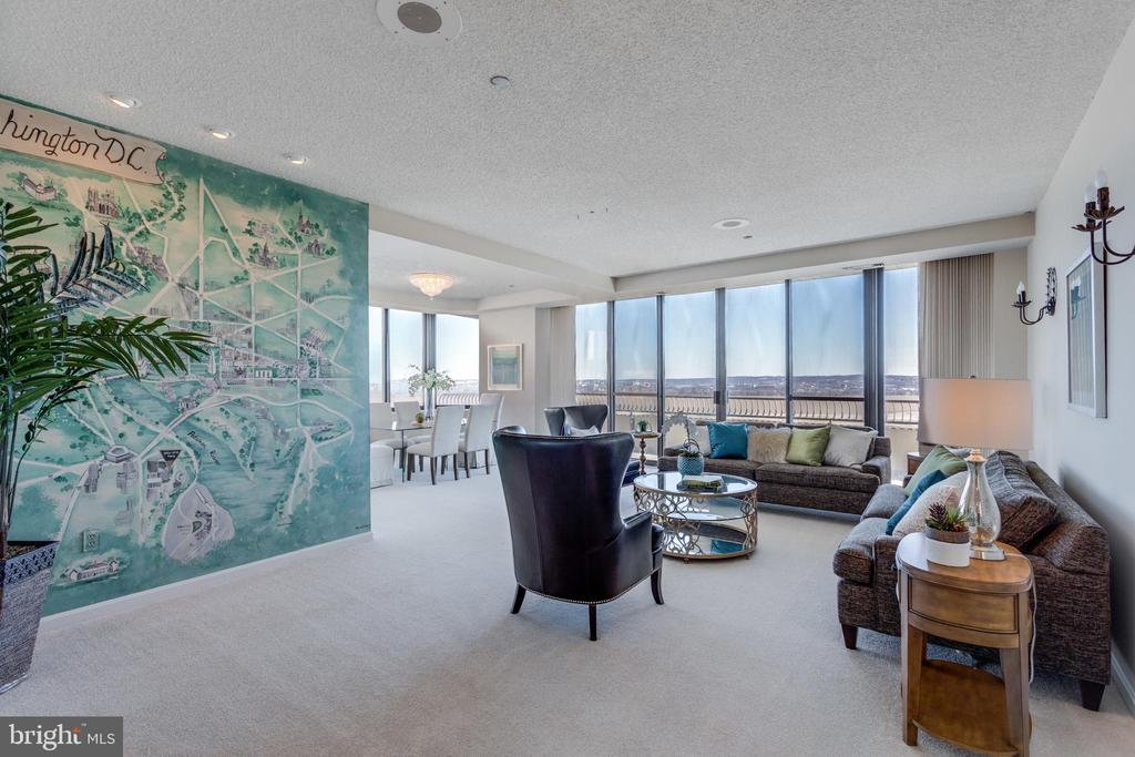 Open Living Room with giant windows - 1300 CRYSTAL DR #PH3S, ARLINGTON