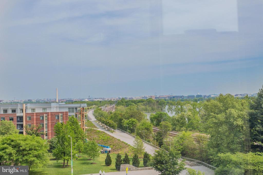 Spectacular Views - 1300 CRYSTAL DR #PH3S, ARLINGTON