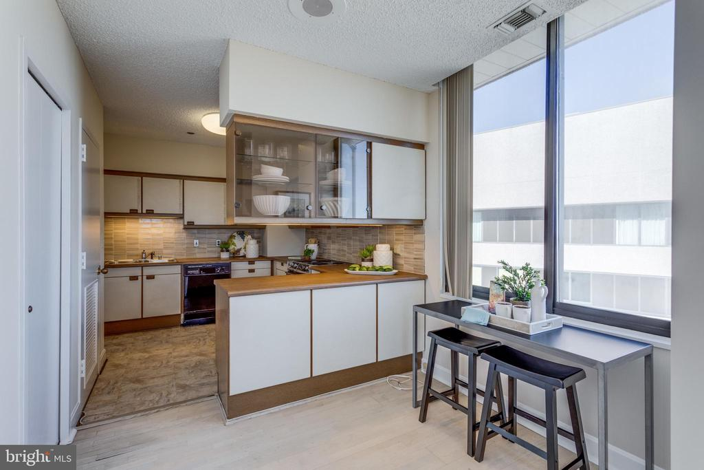 Kitchen - 1300 CRYSTAL DR #PH3S, ARLINGTON