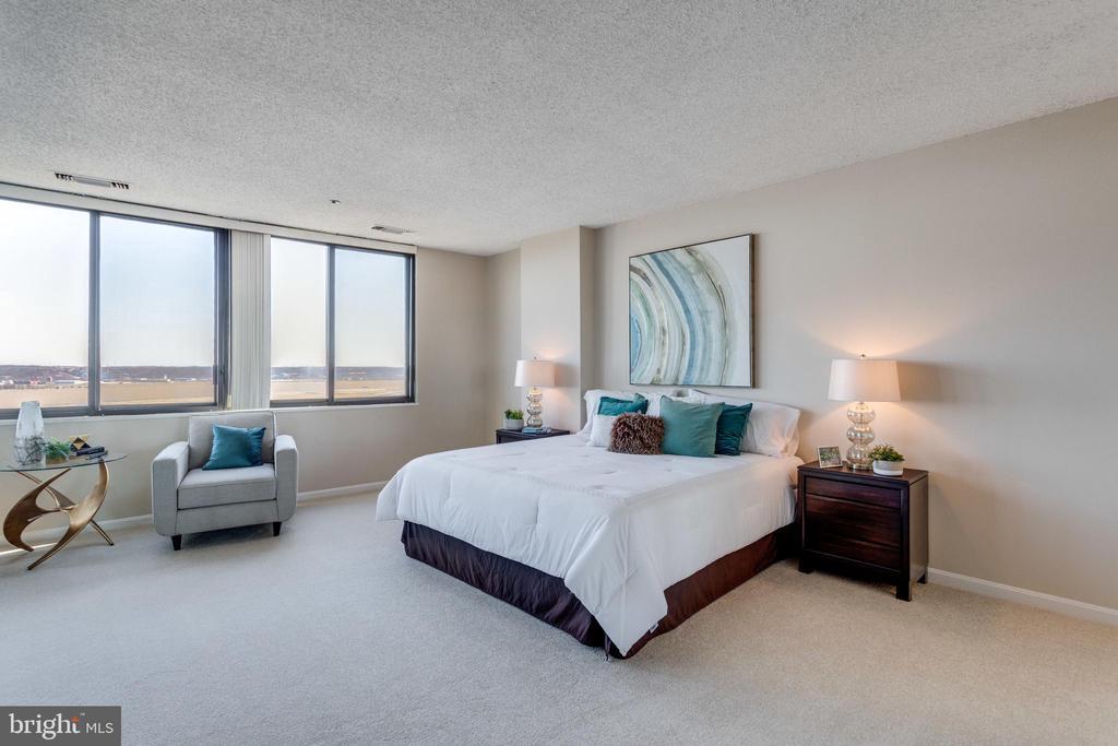 Master Bedroom - 1300 CRYSTAL DR #PH3S, ARLINGTON