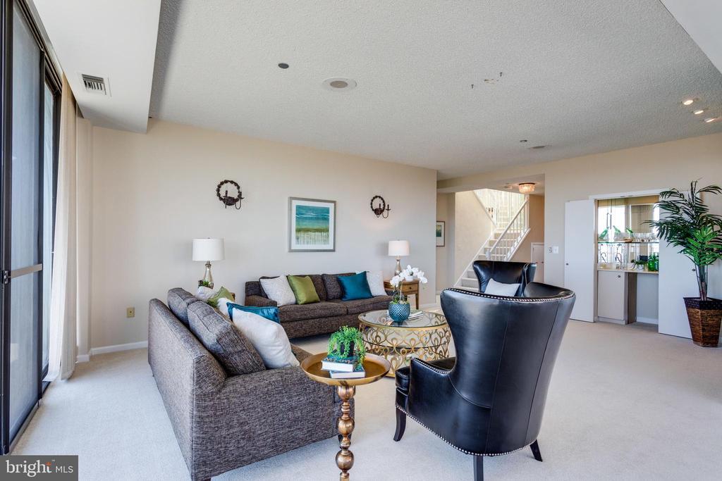 Living Room - 1300 CRYSTAL DR #PH3S, ARLINGTON