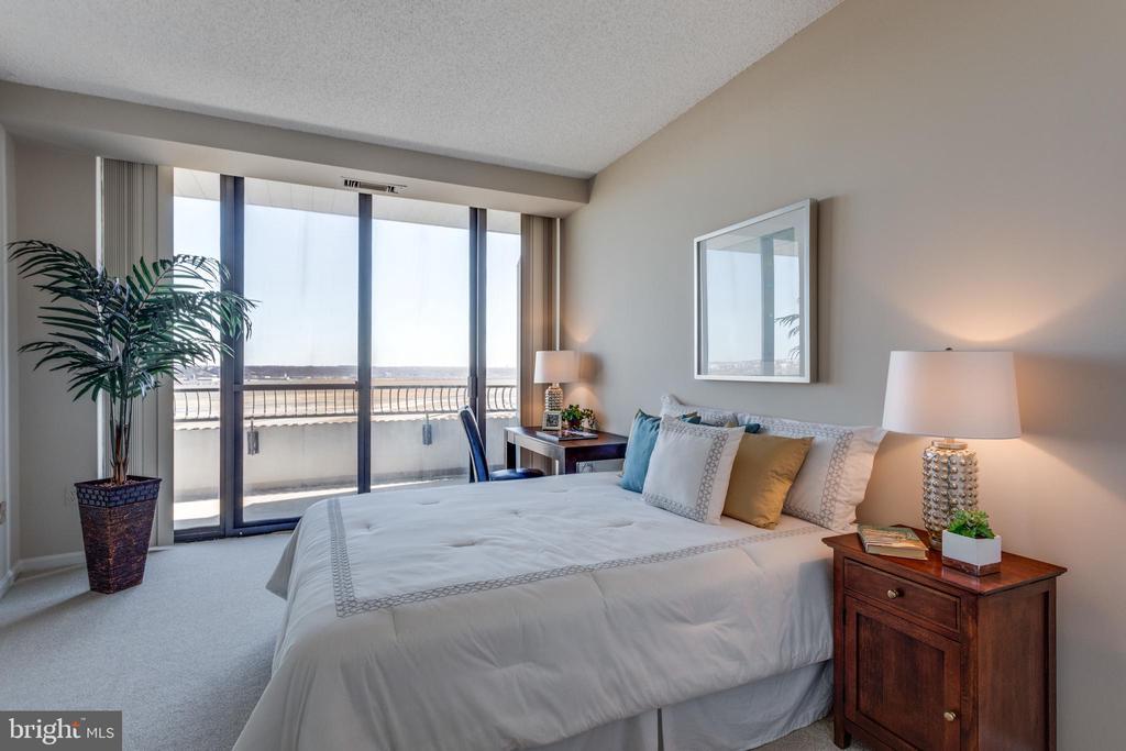 Main Level Bedroom - 1300 CRYSTAL DR #PH3S, ARLINGTON