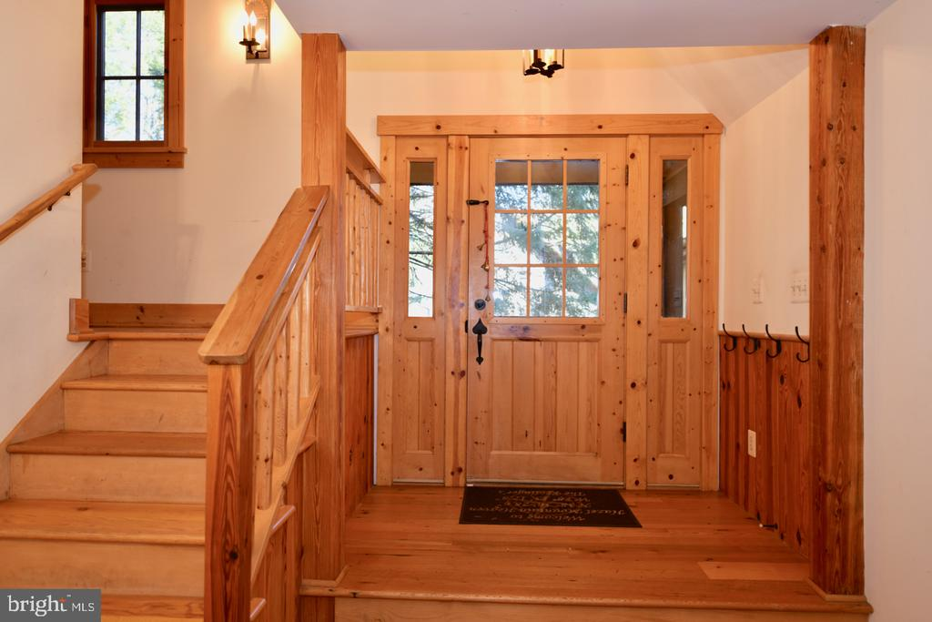 Entry Foyer - 11 PENNY LN, SPERRYVILLE