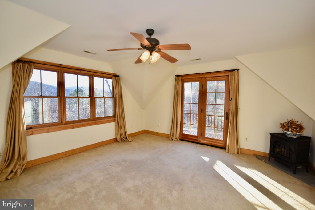 Upper Level Master - 11 PENNY LN, SPERRYVILLE