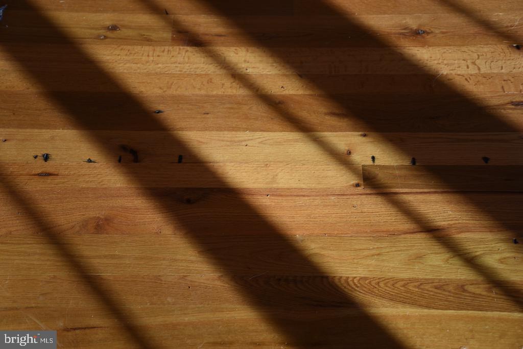 Antique Oak Flooring Detail - 11 PENNY LN, SPERRYVILLE