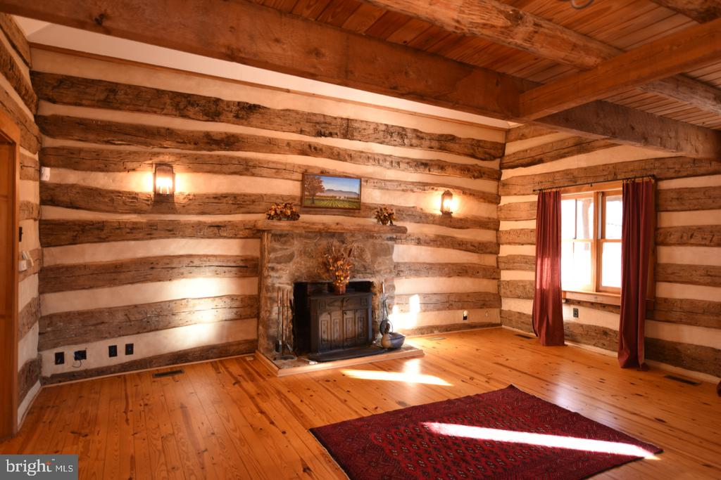 Log Cabin Room - 11 PENNY LN, SPERRYVILLE