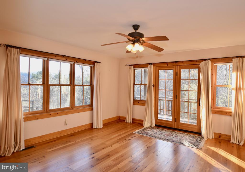 Main Floor Master Bedroom - 11 PENNY LN, SPERRYVILLE
