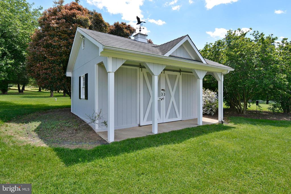 Even the Shed is charming! - 6901 CLIFTON RD, CLIFTON