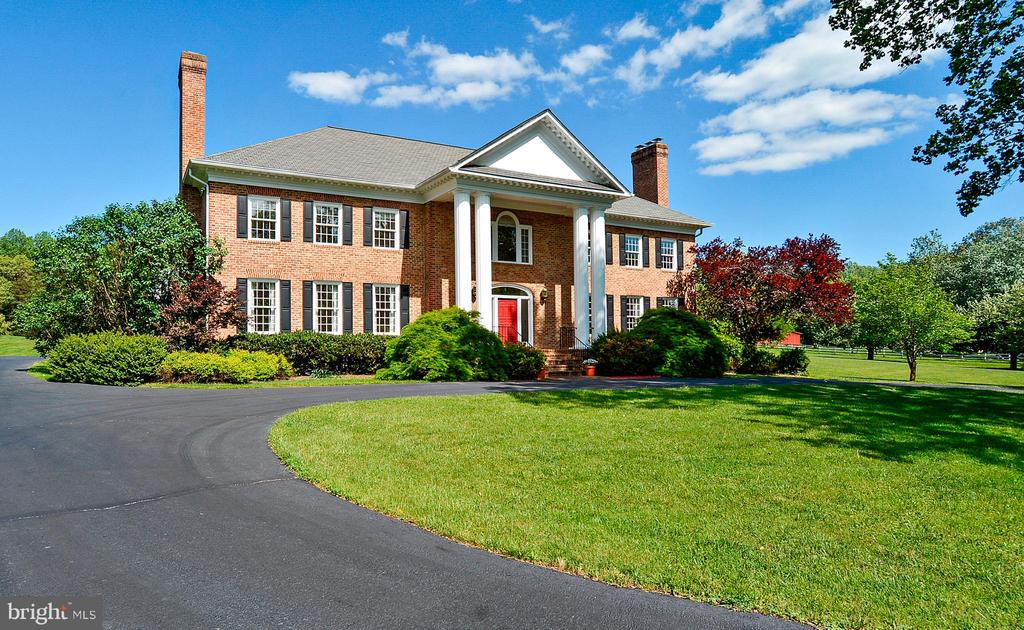 Craftsmanship, custom details at every turn! - 6901 CLIFTON RD, CLIFTON
