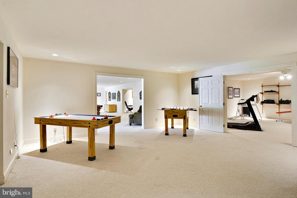 Space for gaming and fitness - 6901 CLIFTON RD, CLIFTON
