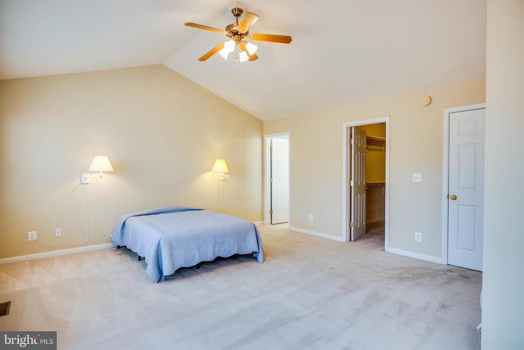 Vaulted Ceilings in Master Suite - 8485 COLFAX DR, KING GEORGE