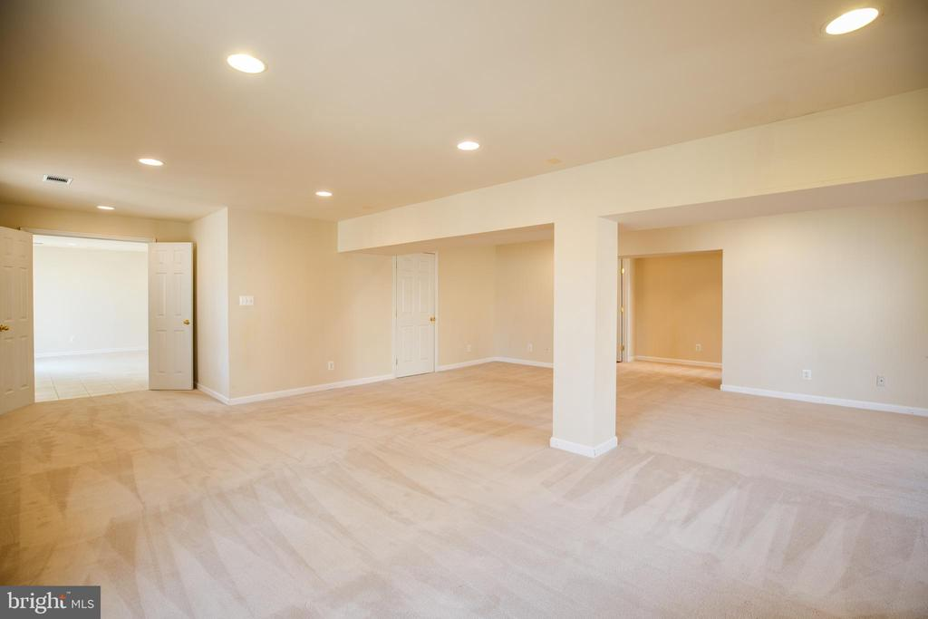 Recessed Lighting in Basement - 8485 COLFAX DR, KING GEORGE