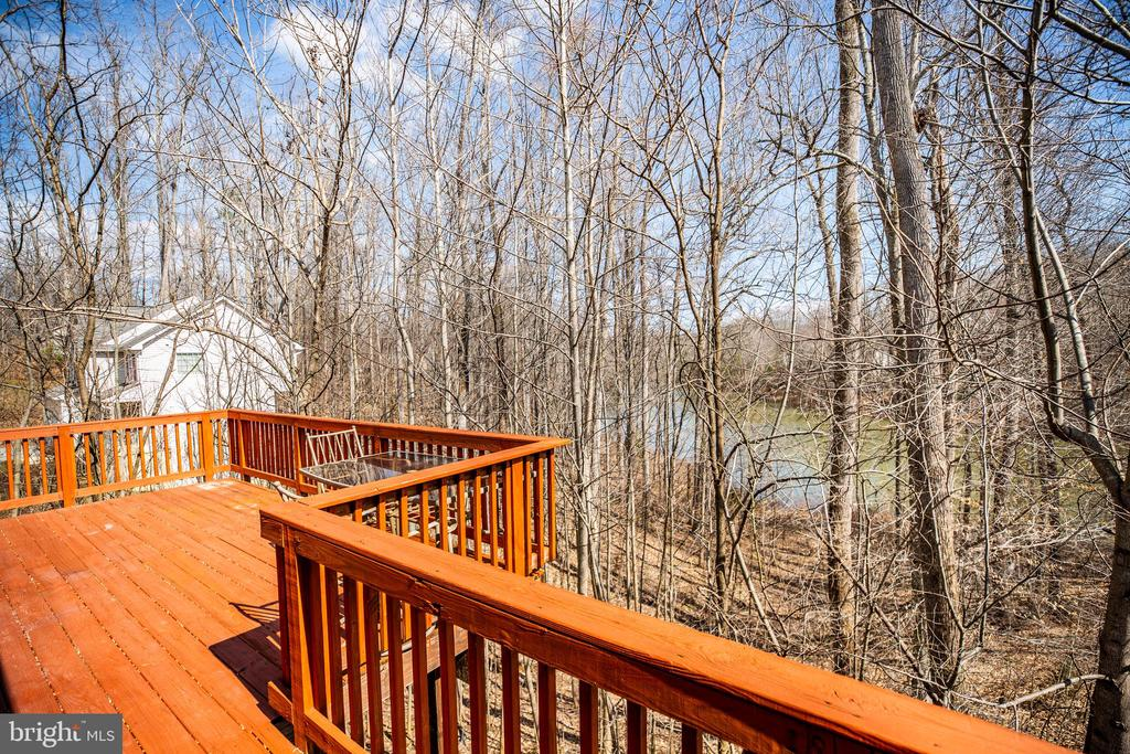 Deck overlooks Lake - 8485 COLFAX DR, KING GEORGE