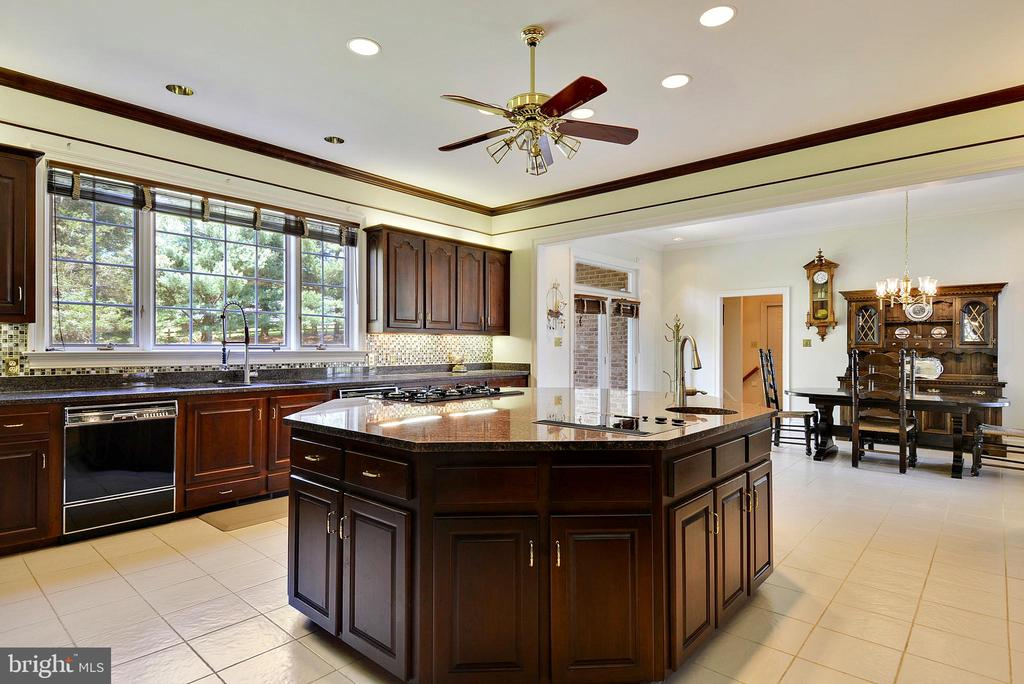 Kitchen and Breakfast Area - 6901 CLIFTON RD, CLIFTON