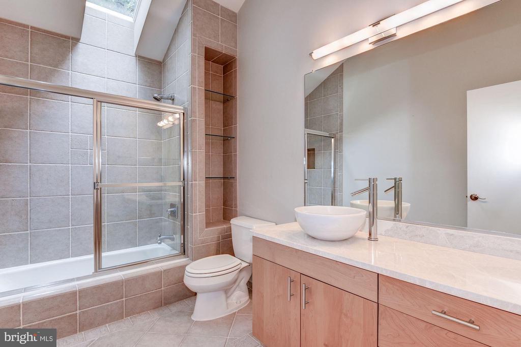 Upstairs Hallway Full Bath with Skylight - 1505 N VILLAGE RD, RESTON