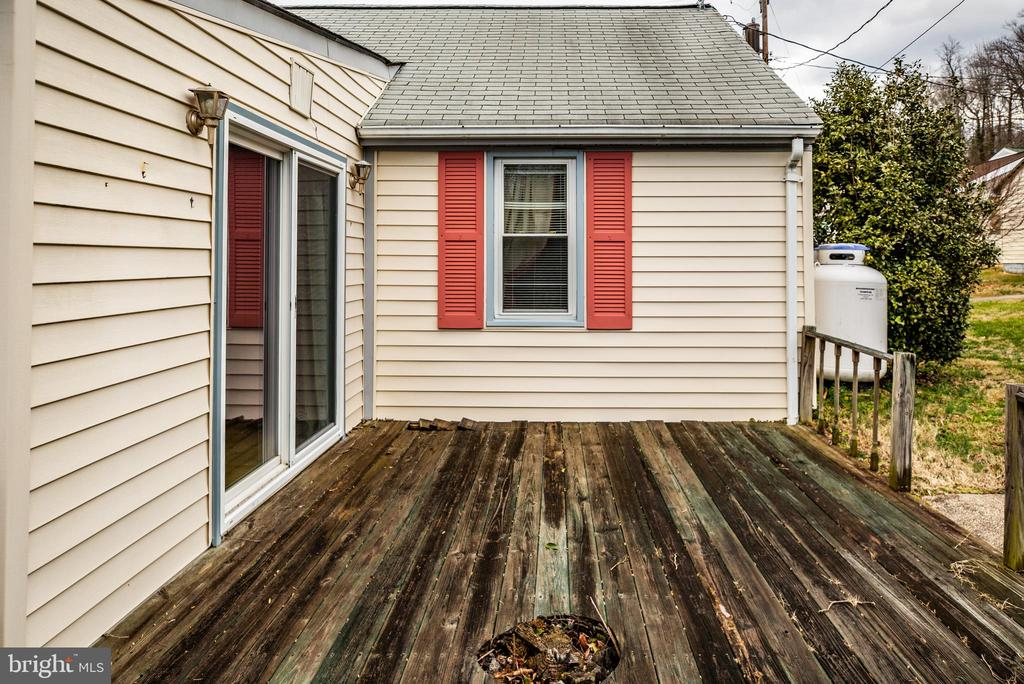 Deck off the Family Room - 6199 S FIRST ST, KING GEORGE