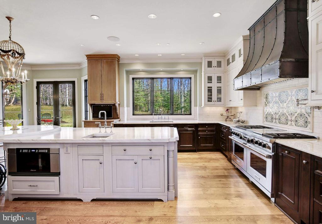 Fabulous Kitchen - 9811 AVENEL FARM DR, POTOMAC