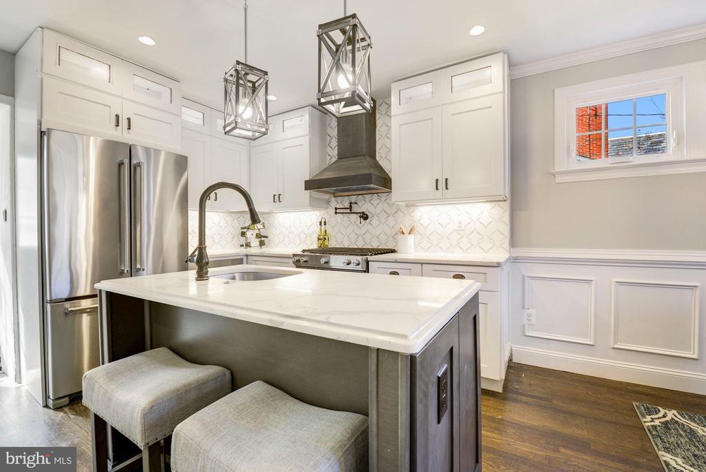 High marble countertops - 1731 OTIS PL NE, WASHINGTON