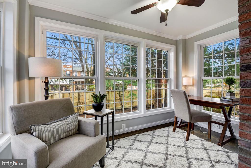 Sunroom off of main living area - 1731 OTIS PL NE, WASHINGTON