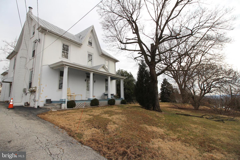 Multi Family voor Verkoop op 2953 W GERMANTOWN PIKE Norristown, Pennsylvania 19403 Verenigde Staten