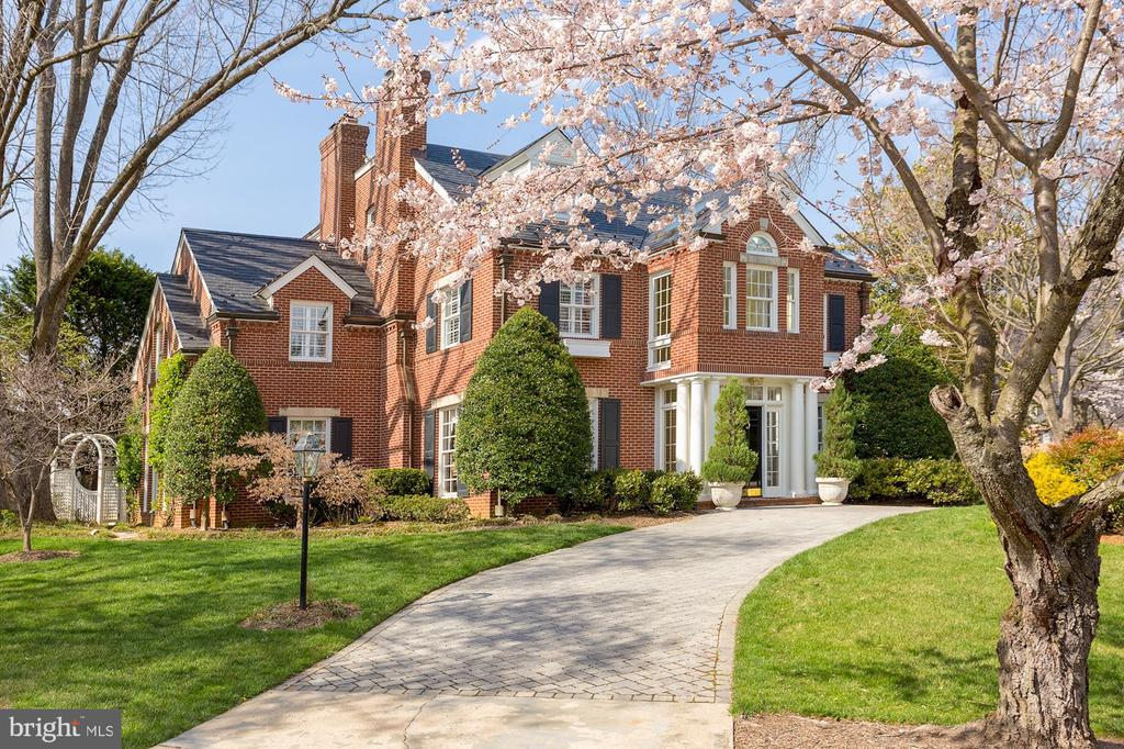Stunning Georgian Colonial lined with cherry trees - 6008 KENNEDY DR, CHEVY CHASE