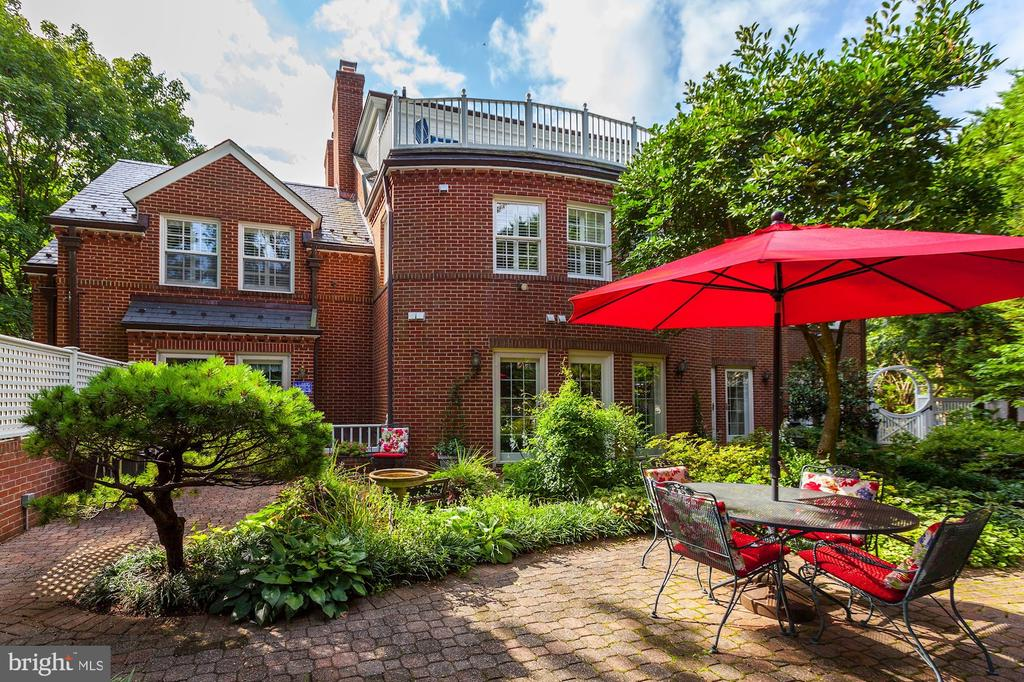 Spacious and private backyard - 6008 KENNEDY DR, CHEVY CHASE
