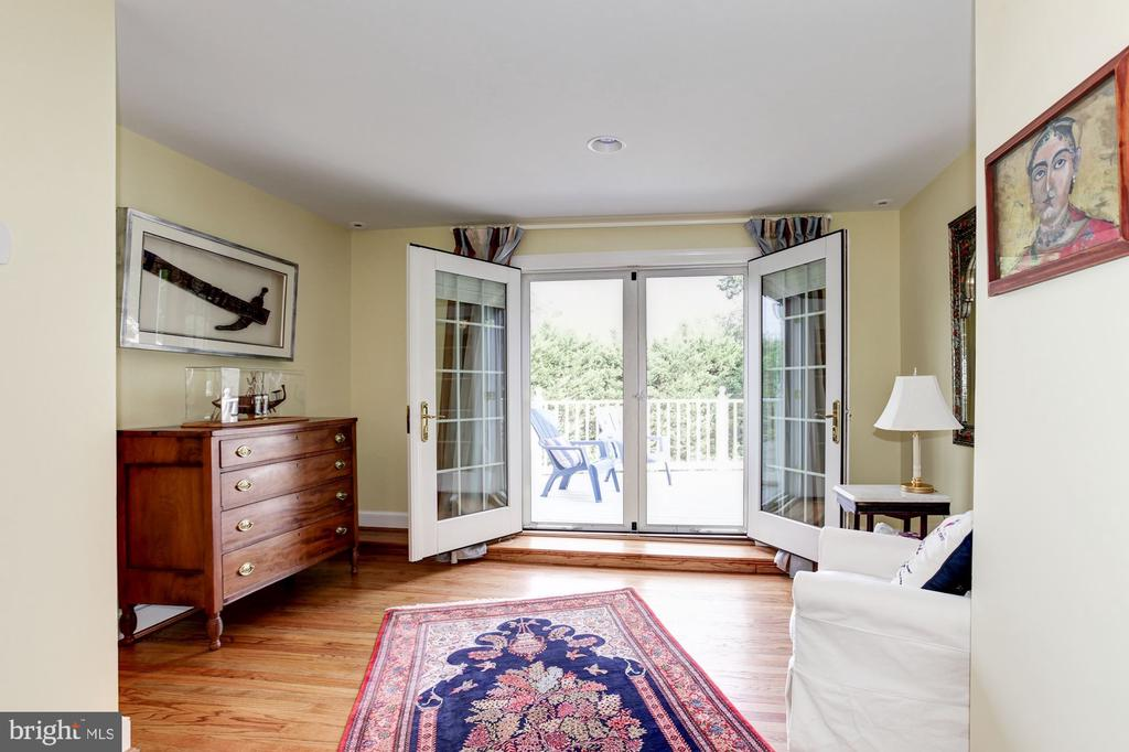 4th floor sitting area which leads to balcony - 6008 KENNEDY DR, CHEVY CHASE