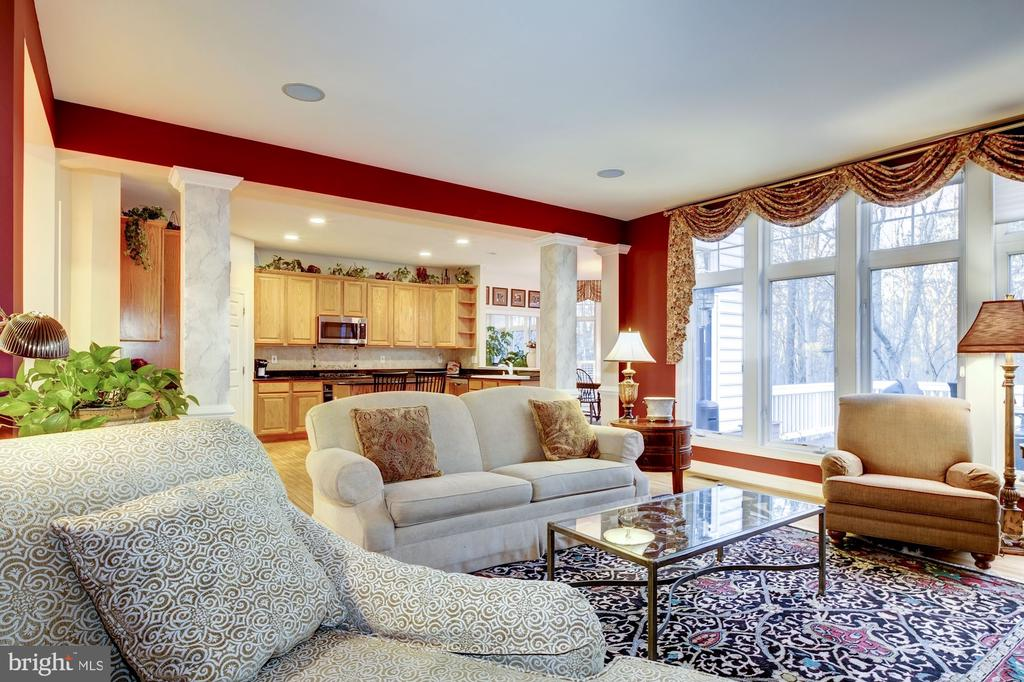 Open Concept Family Room Off Kitchen - 917 LINSLADE ST, GAITHERSBURG