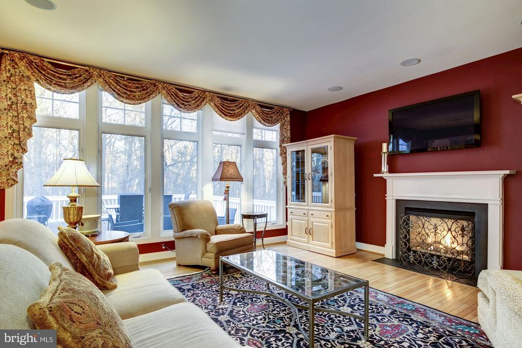 Open Concept Family Room Overlooking Woods - 917 LINSLADE ST, GAITHERSBURG