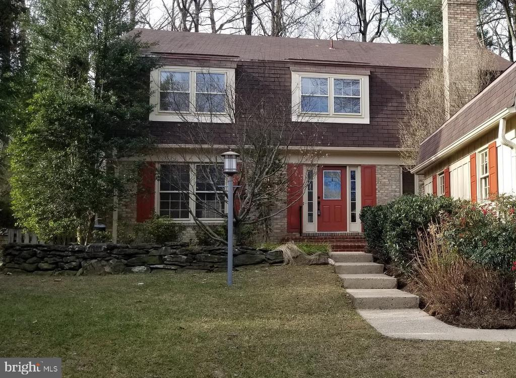 Street Front Entrance - 8911 GLADE HILL RD, FAIRFAX