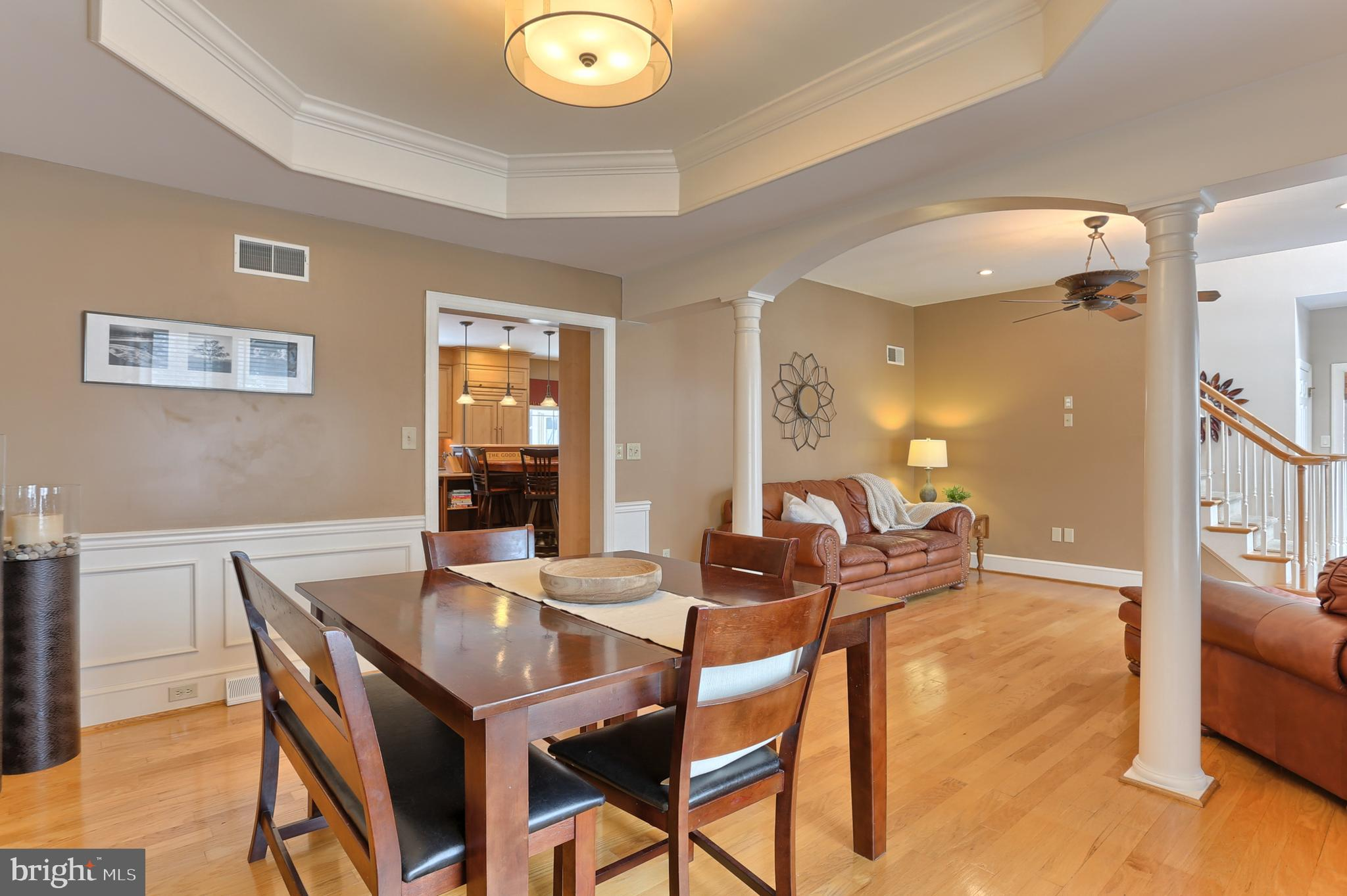 Formal Dining Room with Tray Ceiling