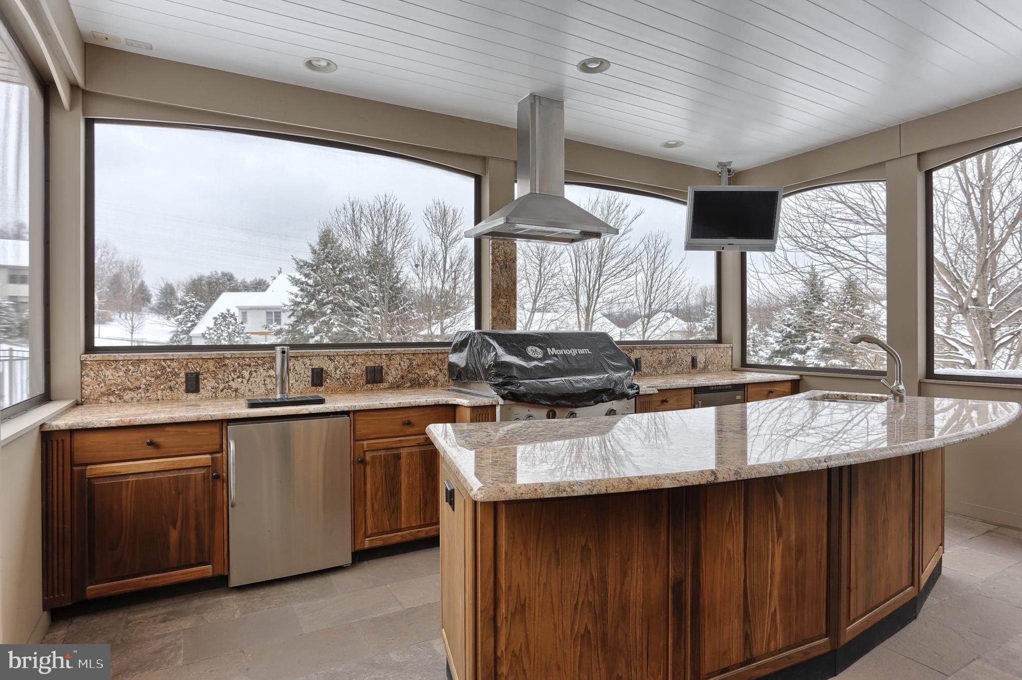 Exquisite Outdoor Kitchen