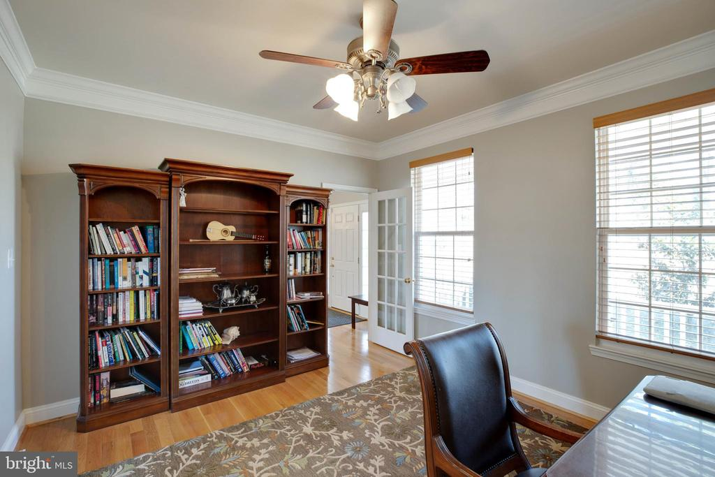 Office area/Formal Living Room with Crown Moldings - 12157 CANTERBURY CT, KING GEORGE
