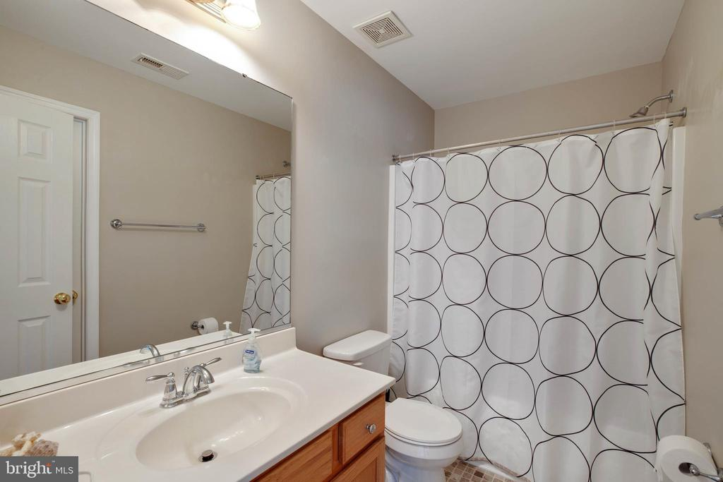 Hall Bath - 12157 CANTERBURY CT, KING GEORGE