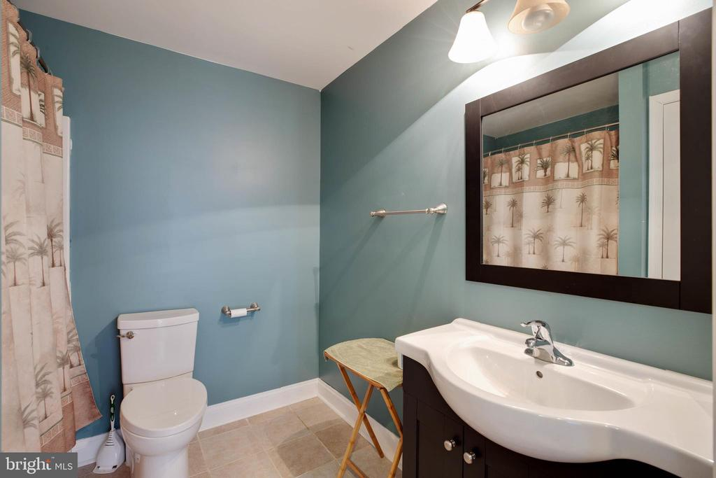 Full Basement Bath - 12157 CANTERBURY CT, KING GEORGE