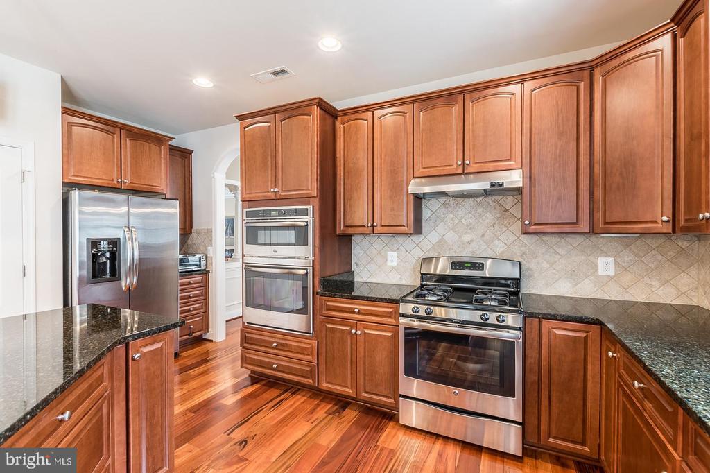 Kitchen - 3145 BARBARA LN, FAIRFAX