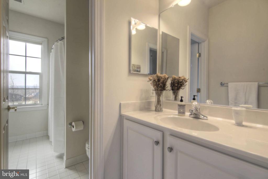 Bathroom 1 - 43820 RIVERPOINT DR, LEESBURG