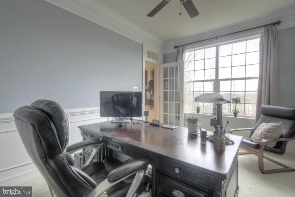 Office at Main Level - 43820 RIVERPOINT DR, LEESBURG
