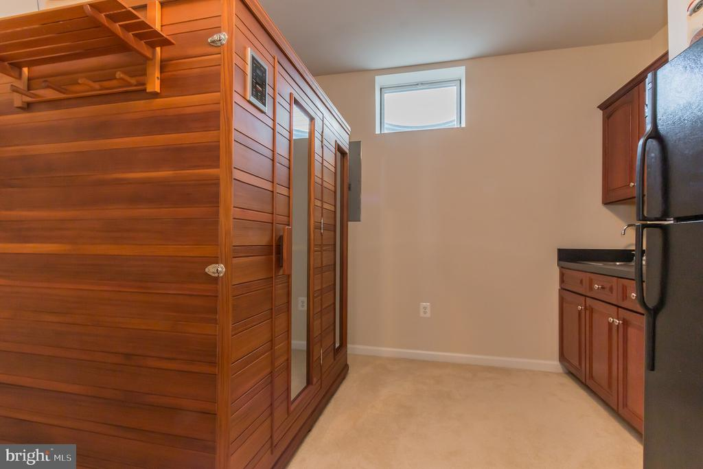 Basement wet bar/and additional fridge - 23081 PECOS LN, BRAMBLETON