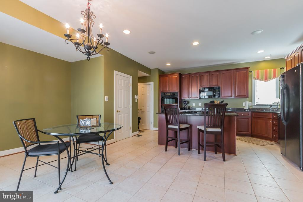 Large pantry, dining area and access to patio. - 23081 PECOS LN, BRAMBLETON
