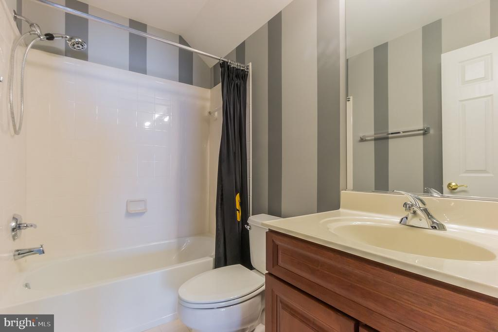 Top Floor full bath - 23081 PECOS LN, BRAMBLETON