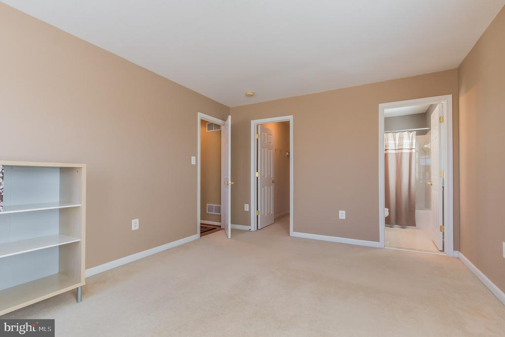 2nd Bedroom with large walk in and separate bath - 23081 PECOS LN, BRAMBLETON