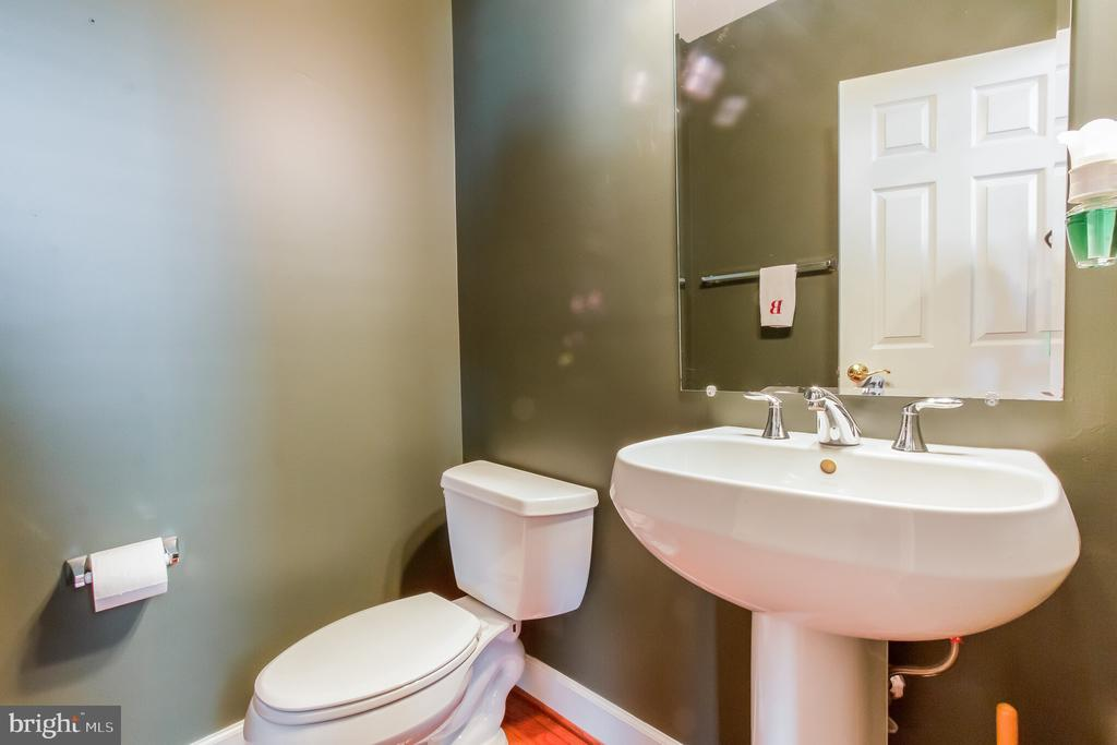 Main level half bath - 23081 PECOS LN, BRAMBLETON