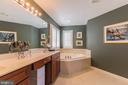 Large master bath with separate soaking tub - 23081 PECOS LN, BRAMBLETON