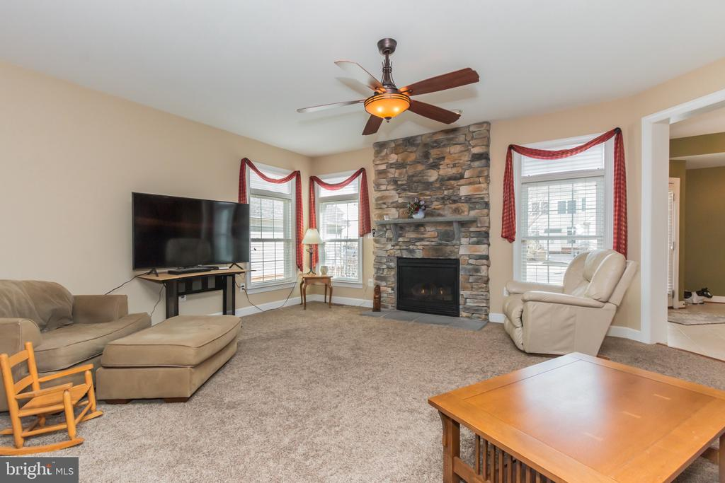Large, bright and cozy family room w/gas fireplace - 23081 PECOS LN, BRAMBLETON